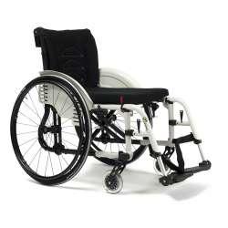 Wózek inwalidzki wykonany ze stopów lekkich ze ściaganymi podnóżkami. TRIGO T - VERMEIREN